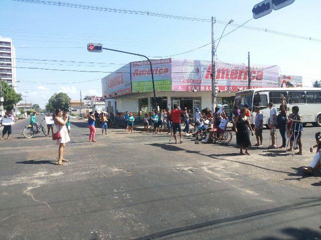 Cruzamento da Hamilton Silva com a Avenida Padre Júlio Maria foi fechado