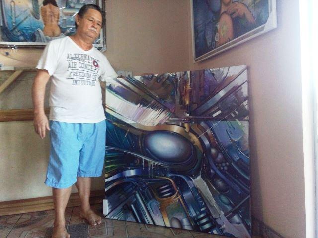 Ivan Amanajás e uma de suas obras. Artista define sua produção como realismo fantástico. Fotos: André Silva
