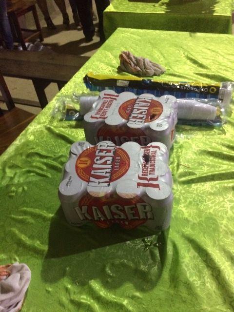 Professores enviaram fotos de bebida alcoólica que teria sido consumia dentro da escola em uma festa. Foto: enviada por professores