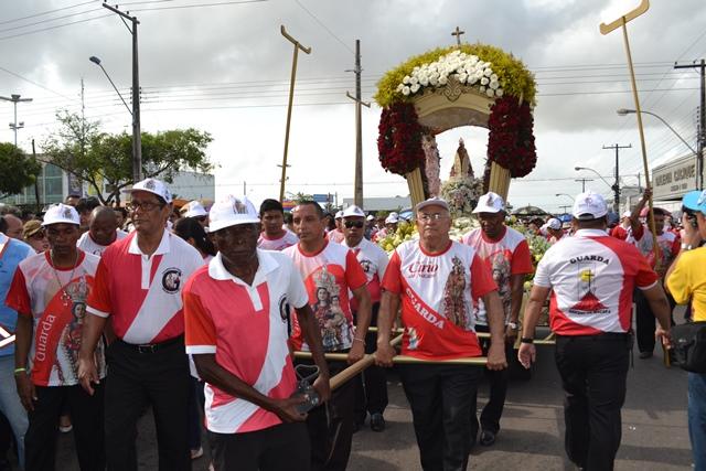 Cortejo segue pelas ruas da capital