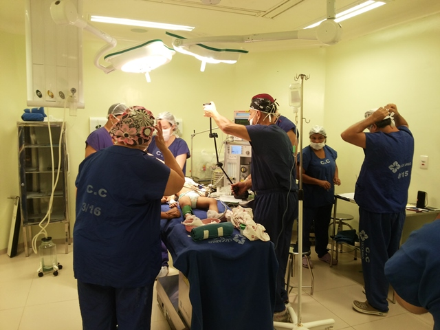 Apesar de ser considerado procedimento de média complexidade, cirurgia é complicada. Fotos: Cássia Lima