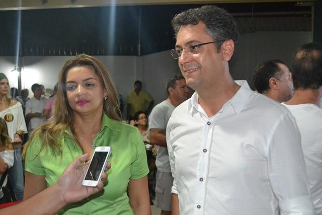 Vice Telma Nery com Clécio Luis: contra-ataque. Foto: Júlio Miragaia