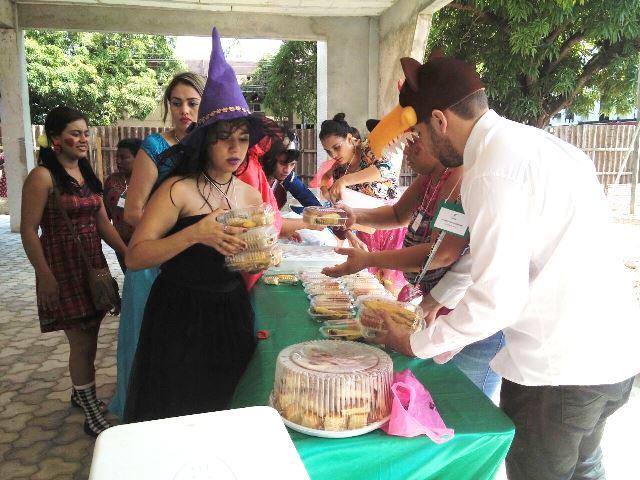 Crianças ganharam bolos e doces...