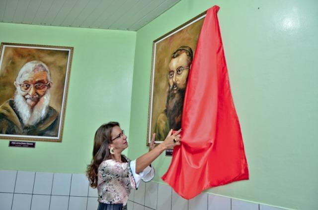 Amiga de frei Apolônio, a deputada Marília Góes foi prestigiar a homenagem