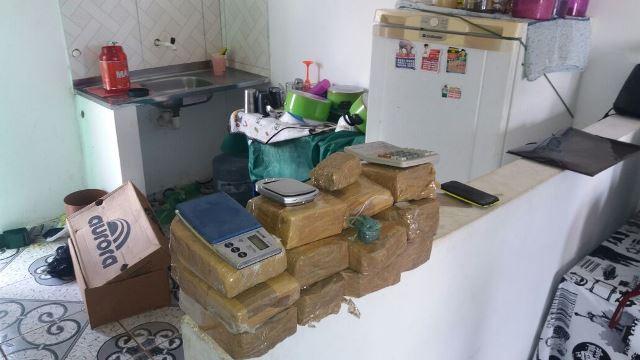 Policiais encontraram cerca de 10 quilos, mas parte já tinha sido vendida. Fotos: Olho de Boto