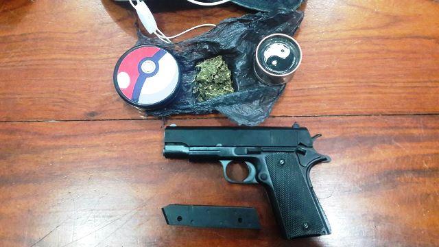 Simulacro de pistola Ponto 40. Fotos: PM/Divulgação