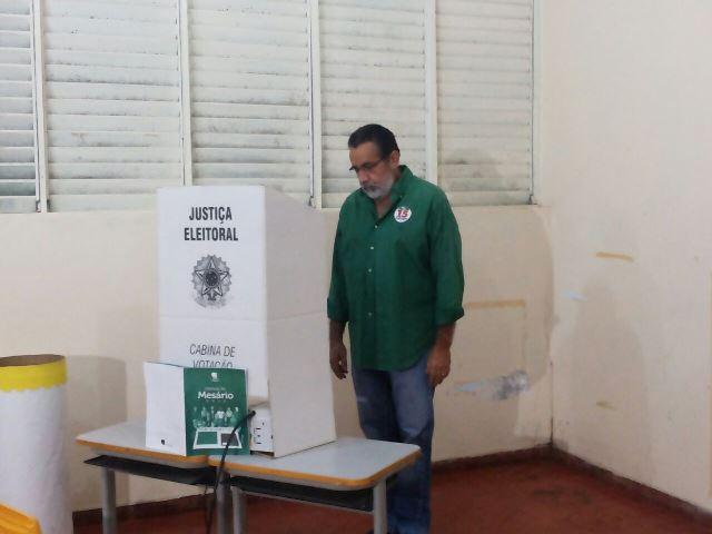 Gilvam votou e não posou para fotos. Foto: Cássia Lima