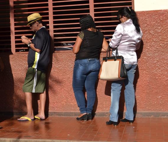 Idoso comparece cedo em local de votação. Fotos: André Silva