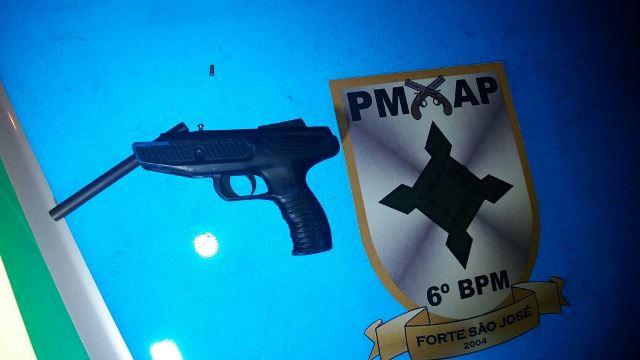 Policiais encontraram a arma....