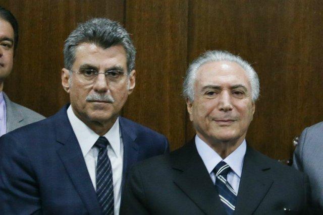 Romero Jucá (esq.) renunciou ao cargo de Ministro do Planejamento após o vazamento de conversas telefônicas em que via com preocupação desdobramentos da Operação Lava-Jato. Foto: Carta Capital