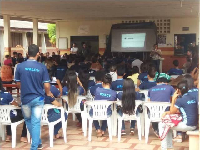 Estudantes da escola Walcy Lima assistiram depoimento da mãe de Luan, aluno morto dentro da unidade de ensino. Foto: enviada por professores
