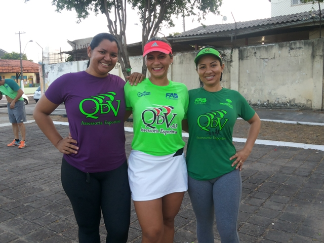 As amigas Solane Costa,Mari Silva e Josiele Souza treinam juntas na equipe QDV