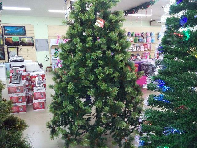 Montar uma árvore de natal simples pode custar até R$ 100