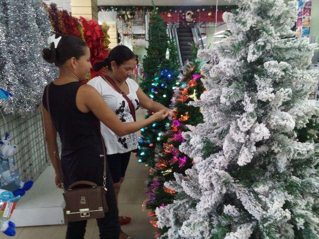 Árvores mais decoradas e maiores chegam a custar até mil reais