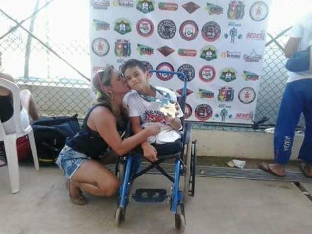 Thiago dos Santos e a mãe, Jady,