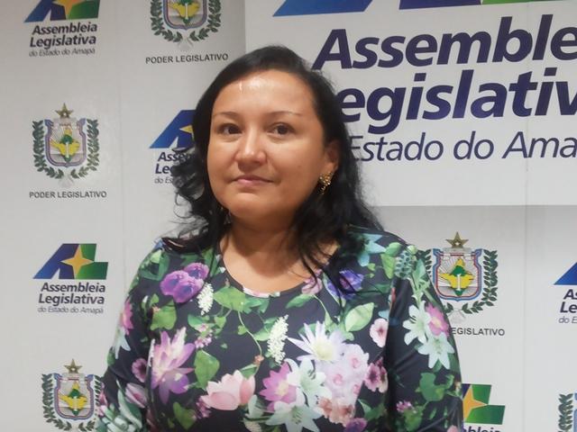Deputada Roseli Matos apresentou o conjunto de medidas. Grupo de parlamentares sugere mudanças na forma de administração do parlamento. Fotos: Cássia Lima