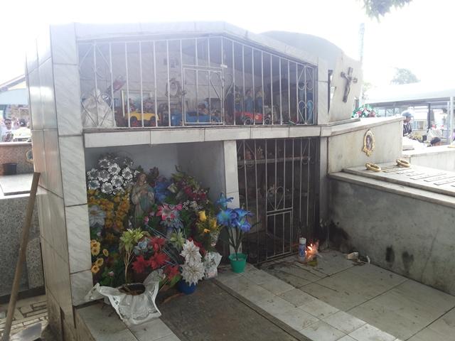 Túmulo é visitado durante o ano inteiro, segundo administração do cemitério