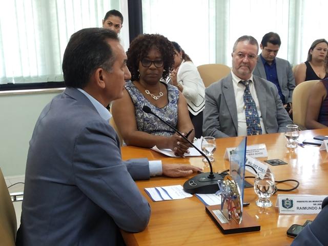 O representante do Unicef no Brasil, Fábio Atanásio, foi recebido pelo governador Waldez Góes. Fotos: Cássia Lima
