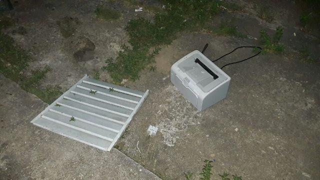 Máquina de braille abandonada pelos bandidos na fuga