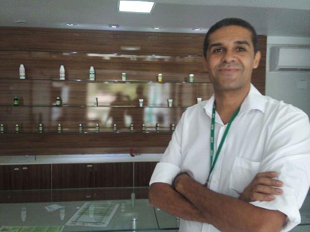 Gerente de controle de qualidade da farmácia, Maurício Souza. Dificuldades para ampliação de mercado