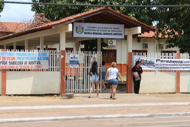 Início do Enem na Escola Augusto Antunes, em Santana, foi tranquilo. Fotos: Valdeí Balieiro