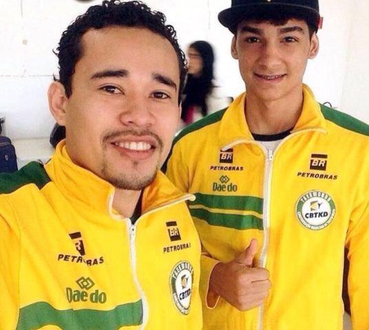 Gabriel Nascimento (direita) e seu treinador,
