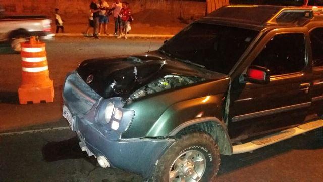 A vítima se posicionou entre dois veículos, mas não conseguiu escapar do terceiro. Fotos: Olho de Boto