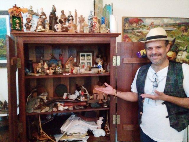Augusto Leite mostra sua coleção de relíquias