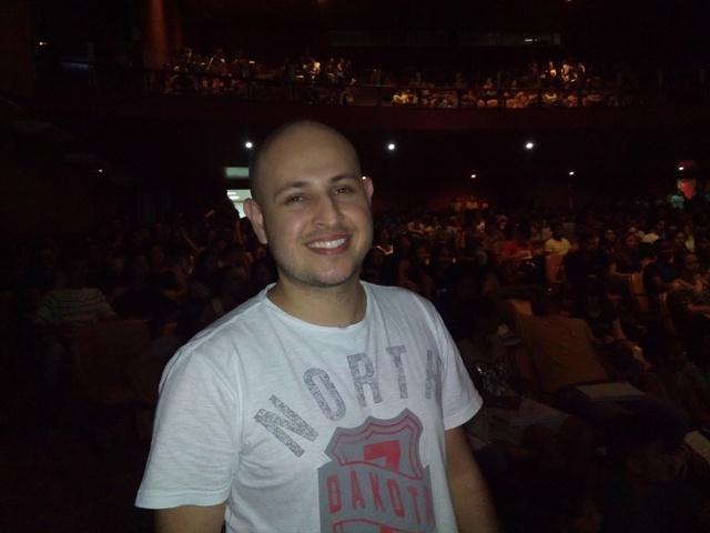 Professor André Moraes, de biologia.