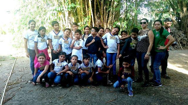 Alunos da Escola Municipal Iranilde. Aulas de educação ambiental