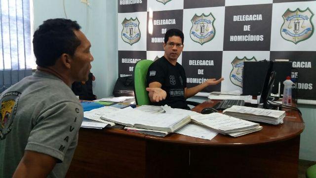Equipe do delegado Ronaldo Coelho, efetuou o mandado de prisão na comunidade de São Pedro dos Bois. Fotos: Olho de Boto