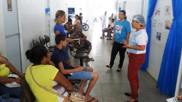 Técnicos dão orientações a pacientes nas UBS's. Foto: PMM/Divulgação