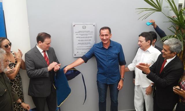 Governador Waldez Góes participou da cerimônia de entrega do novo prédio. Fotos: Cássia Lima