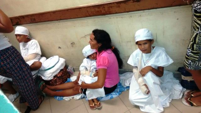 Situação no HE foi denunciada por pacientes do HE. Até crianças estão tendo que ficar no chão, sem leito. Fotos: enviadas por pacientes