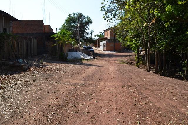Ruas sem asfalto e falta de iluminação também são problemas comuns do Marabaixo