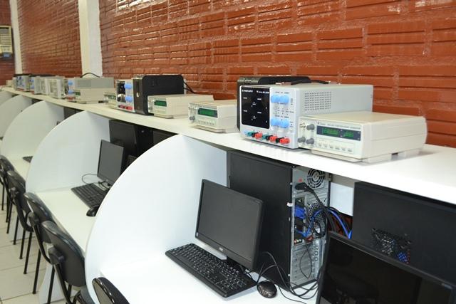 Laboratório de engenharia da computação da faculdade. A Meta atua há 24 anos no mercado. Fotos: André Silva