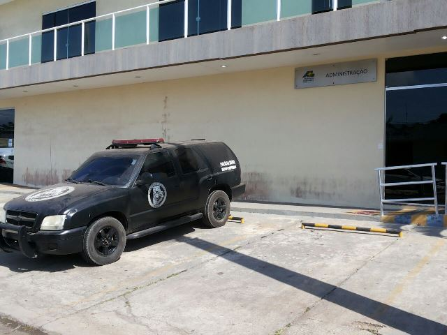 Novembro de 2016: Carro da Polícia Civil em operação em prédio da Alap