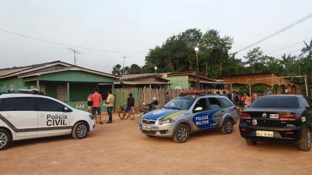 Policiais militares e civis no local do crime: rixa. Fotos: Olho de Boto