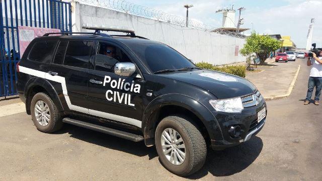 Viatura deixa o Aeroporto de Macapá com preso que foi direto para Santana. Fotos: Olho de Boto