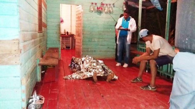 Paramédicos já encontraram a vítima sem vida. Fotos: Olho de Boto