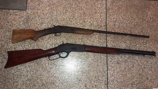 Duas espingardas calibres 36 e 44