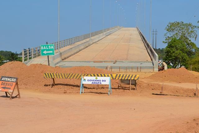 """Cabeceira do outro lado do Rio Matapi: tempo de """"cura"""" do concreto é necessária. Fotos: André Silva"""