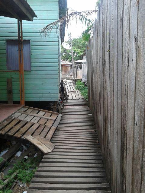 Área de ponte onde a família mora. Dificuldades não impedira Thiago de chegar longe no jiu jitsu