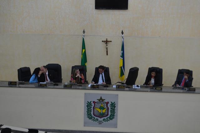 Dezoito deputados participaram das duas sessões