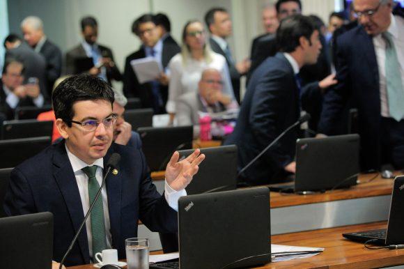 Randolfe Rodrigues: número de julgadores multiplicado