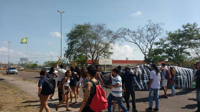 Estudantes, técnicos e professores paralisaram a universidade nesta sexta-feira, 11. Fotos: José Antônio