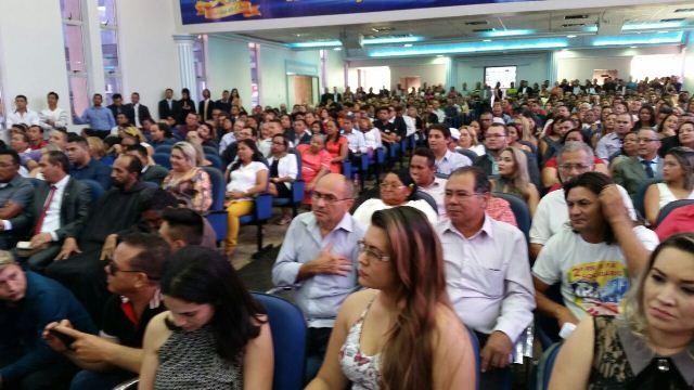 Centenas de pessoas participaram do evento que avaliza os mandatos vencedores nas eleições deste ano