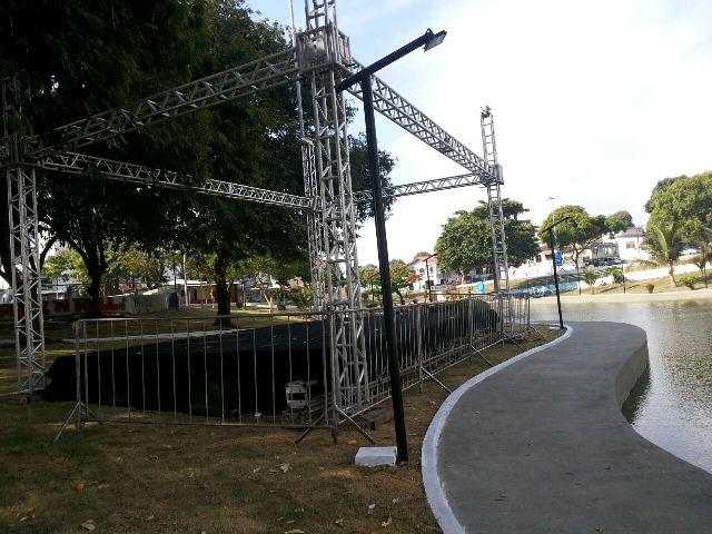 Negro de Nós e Nonato Leal são algumas das atrações que ocorrem no palco que está sendo montado, próximo do lago