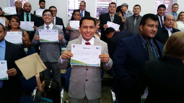 Parlamentares santanenses exibem os diplomas. Nova legislatura