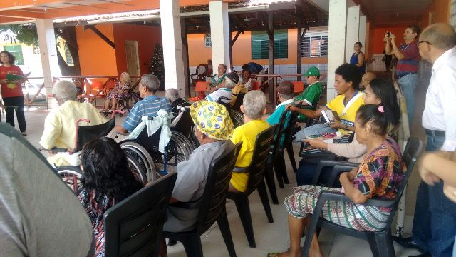 Estudantes realizam visita no Abrigo São José. Fotos: Cássia Lima